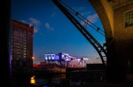 Bascule-bridge-in-violet-liverpool